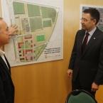 L'alcalde explica a la premsa detalls sobre el plànol