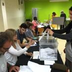 Votant al centre cívic Torreblanca