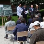 Los alcaldes y alcaldesa y el consejero atendiendo a los medios de comunicación