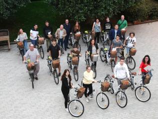 Aquesta és la cinquena entrega de bicis que fa l'Ajuntament