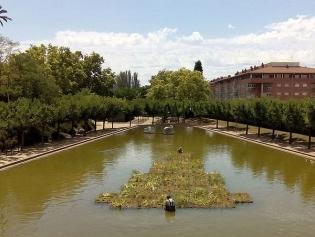 Una de las nuevas 'islas' en uno de los lagos del parque de Torreblanca