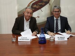 El alcalde Antoni Poveda con el director general de Aigües de Barcelona, Ignacio Escudero