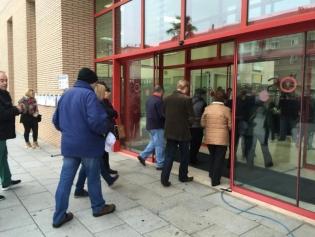 Moment d'obertura de portes al centre Martí i Pol