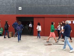El col.legi ubicat al Salvador Gimeno, obrint puntual a les 9 del matí