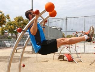 Aparells gimnàstics al parc de la Fontsanta