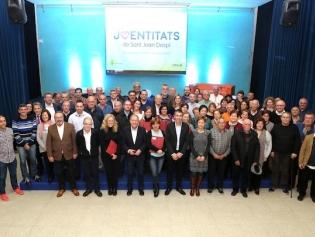 Foto de grup de l'alcalde amb els representants de les entitats