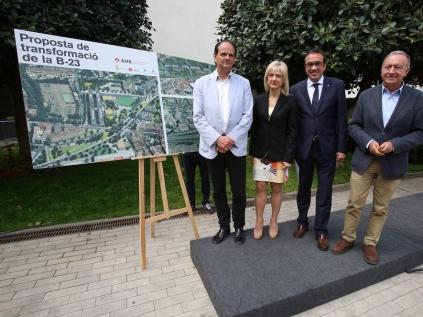 Los alcaldes y alcaldesa de los municipios de la B23 con el conseller de Territorio y Sostenibilidad