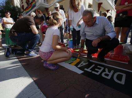 Després del manifest s'ha pintat un eslògan al pas de vianants