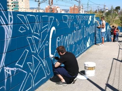 El mur s'acabarà de pintar aquest diumenge