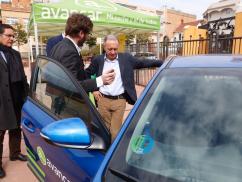 El carsharing permet que diferents usuaris puguin compartir un vehicle de baixes emissions que es lloga per hores o per dies